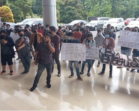 Demo Mahasiswa Unima