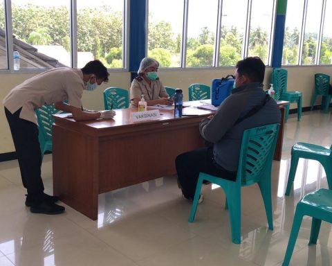 Vaksin di Bandara Samrat