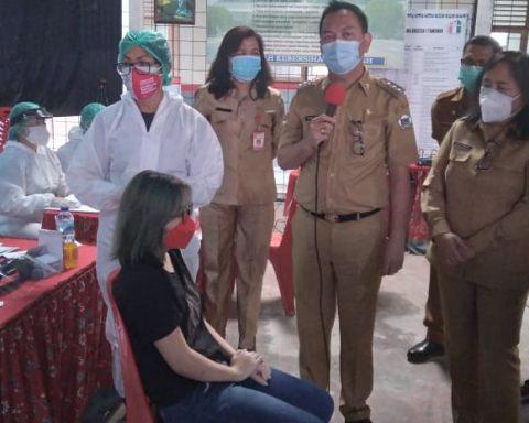 Vaksin siswa di Tomohon